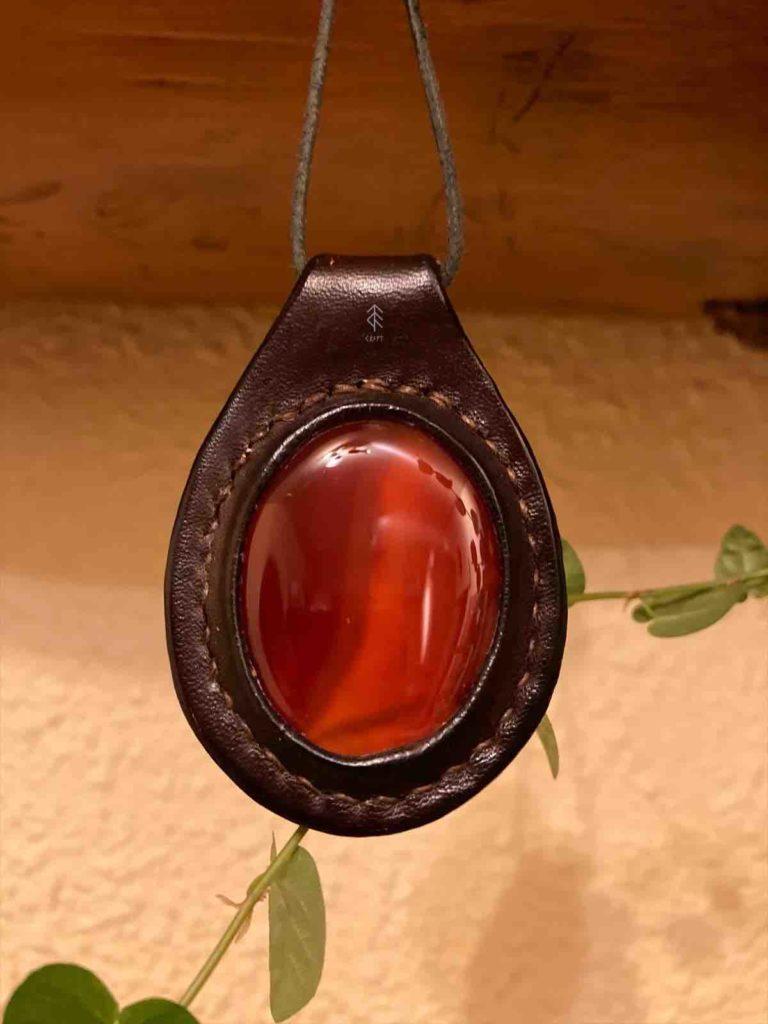 pendentif cuir agate rouge