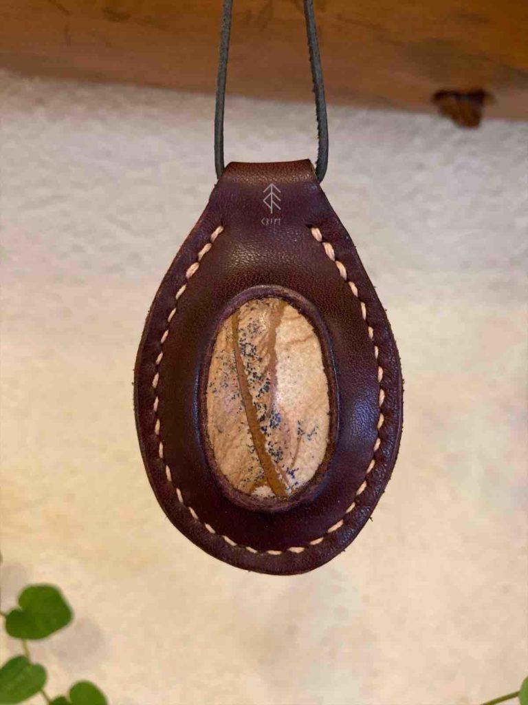 pendentif cuir jaspe