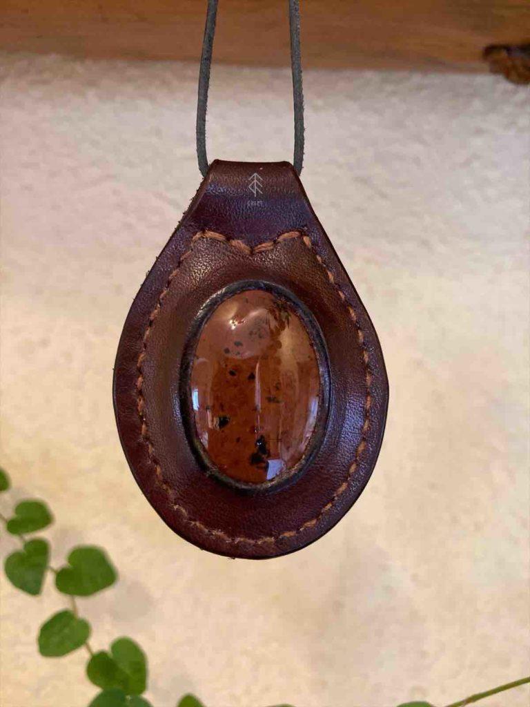 pendentif cuir mahoganny obsidienne