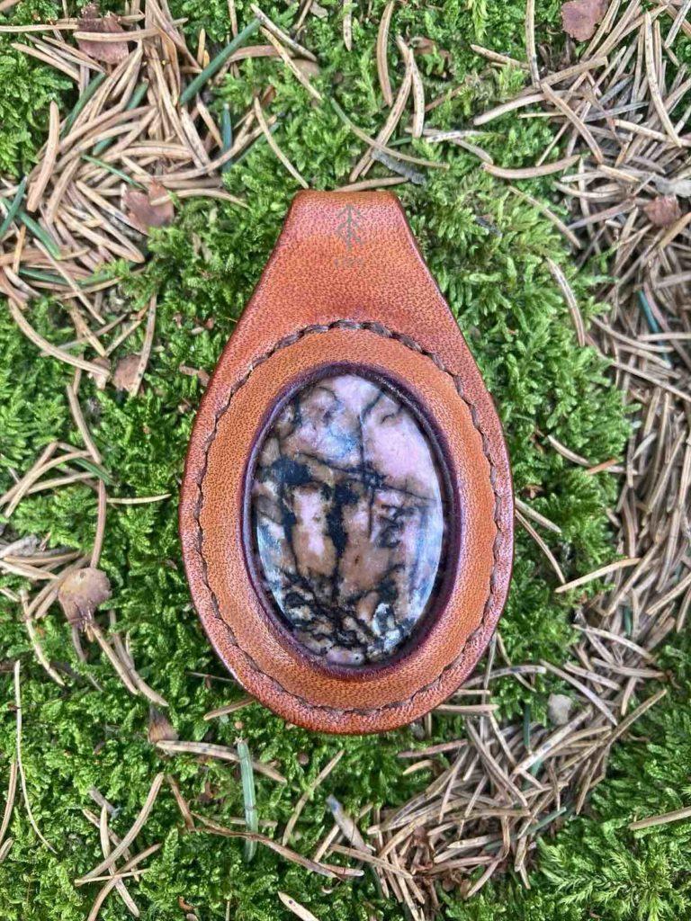 pendentif cuir rhodonite